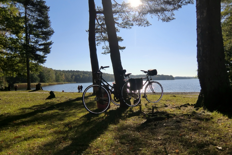 Bicycles in the sun & relaxed atmosphere  at lake Grossensee