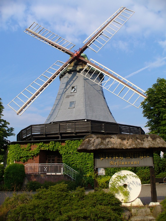 The windmill of Hamfelde is a nice restaurant now